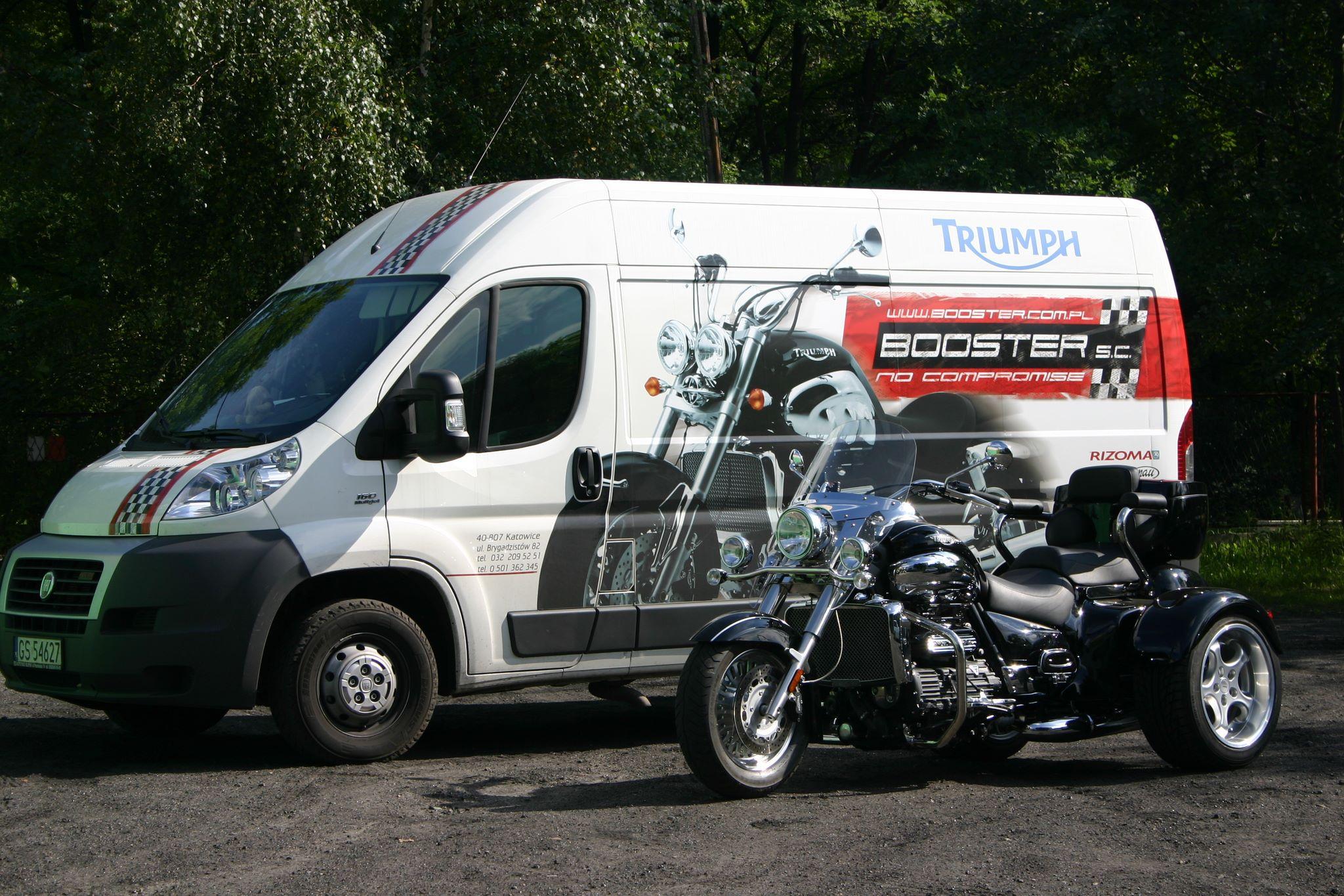 transport-busem-motocykli
